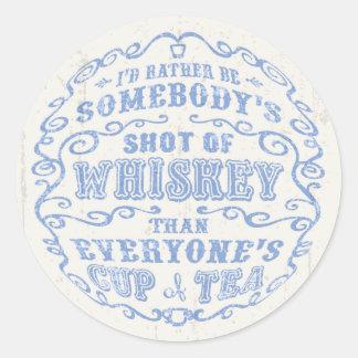 Taza de whisky pegatina redonda