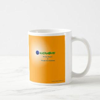 Taza de Woubie con el logotipo apilado completo