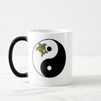 Taza de Yin-Yang de la tortuga de Hawaii