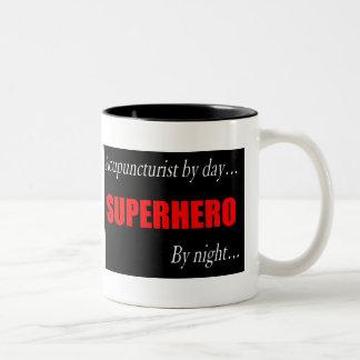 Taza del Acupuncturist del super héroe
