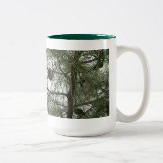 Taza del árbol de pino