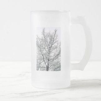Taza del árbol del invierno
