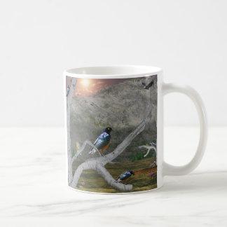 Taza del arte del pájaro y de la montaña