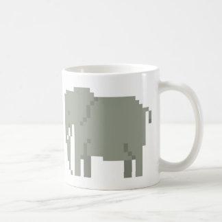 Taza del arte del pixel de los elefantes de la