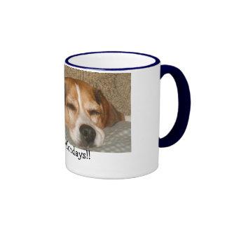 Taza del beagle de lunes