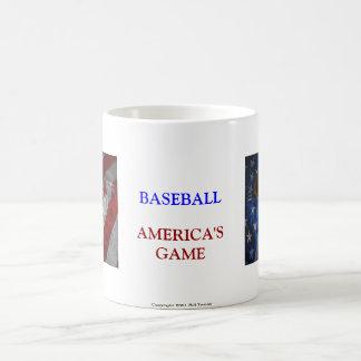 Taza del béisbol, del guante, del palo y de la ban