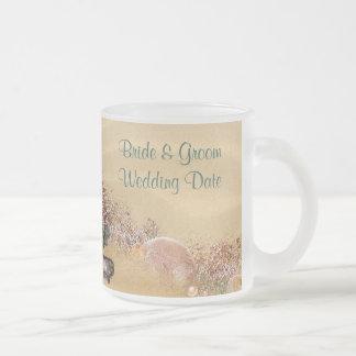 Taza del boda de la orilla de Sandy de la playa