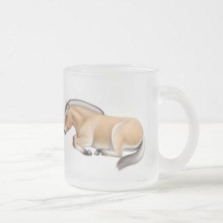 Taza del caballo del fiordo en descanso