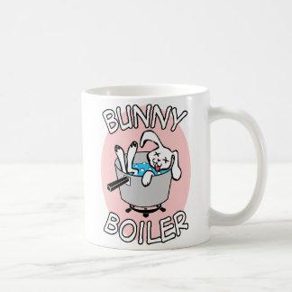 Taza del café con leche de la caldera del conejito
