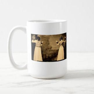 Taza del café de cercado de la vintage mujer