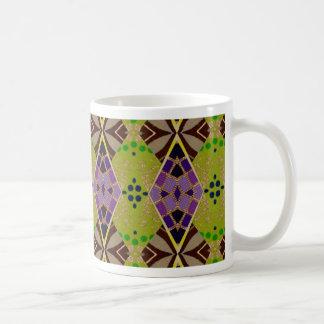Taza del café/del té con el modelo verde oliva