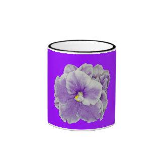 Taza del campanero de la violeta africana