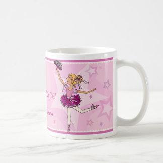 Taza del chica del pelo rosado y rubio de la princ
