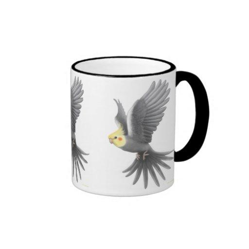 Taza del Cockatiel del vuelo