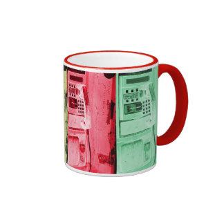 taza del cofee del teléfono público de la calle