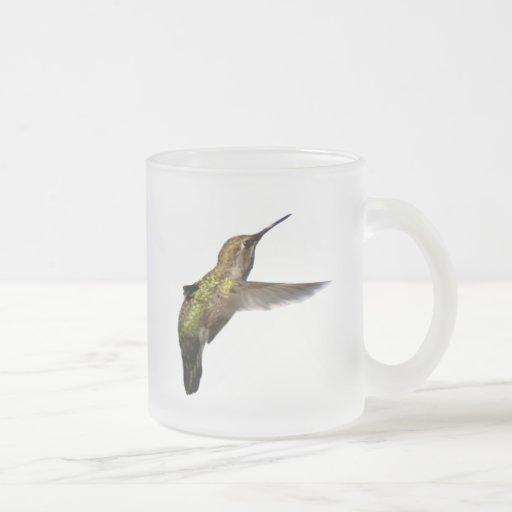 Taza del colibrí en vuelo