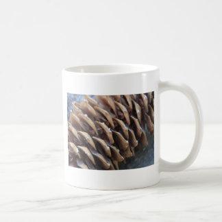 Taza del cono del pino