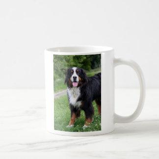 Taza del corazón del amor del perro de montaña de