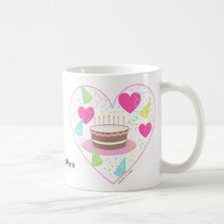 Taza del corazón del feliz cumpleaños
