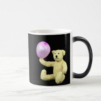 Taza del cumpleaños del oso del globo