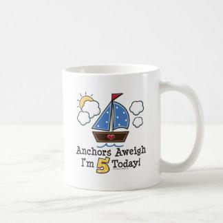 Taza del cumpleaños del velero Aweigh de las