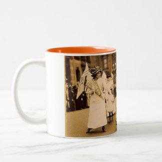 Taza del desfile de la sufragista