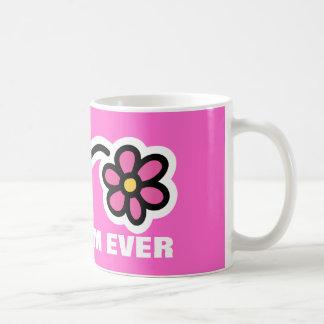 Taza del día de madre con mamá rosada de la flor
