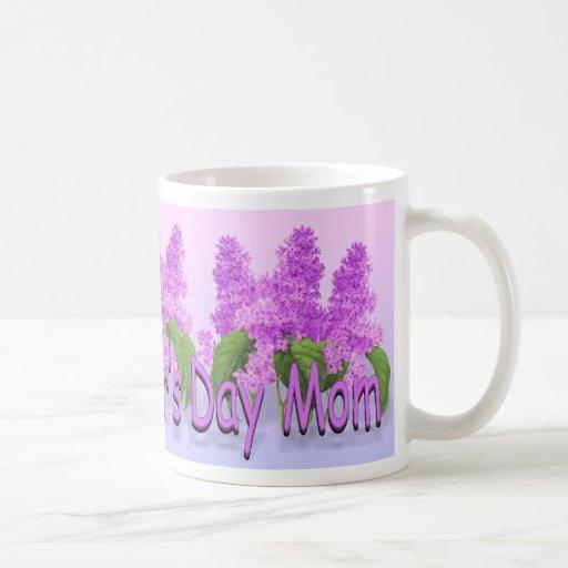 Taza del día de madre de las lilas