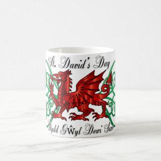 Taza del día de St David con el narciso del dragón