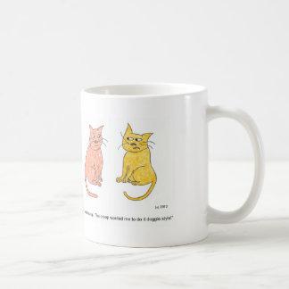 Taza del dibujo animado de la charla del gato