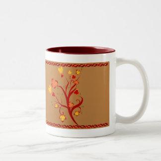 Taza del diseño del árbol del otoño