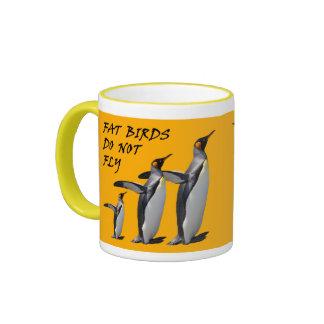 Taza del diseño del pingüino: Los pájaros gordos
