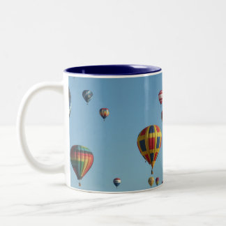 Taza del Dos-Tono de la fiesta del globo