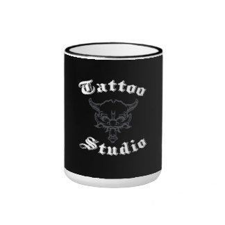 Taza del estudio del tatuaje