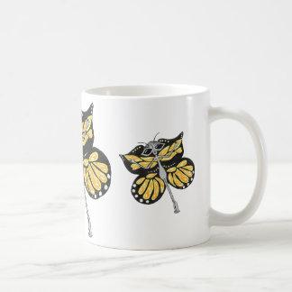 Taza del extranjero de la mariposa