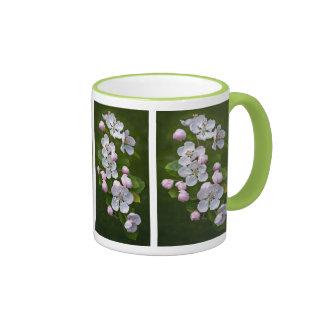 Taza del flor del Malus