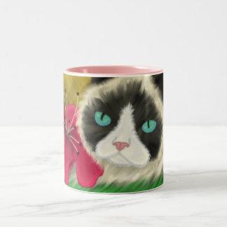 Taza del gatito de la primavera