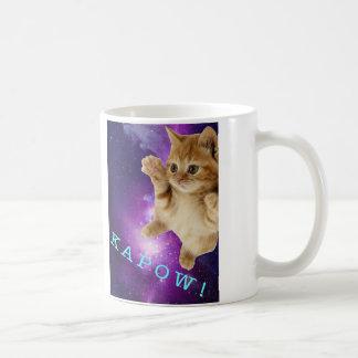 Taza del gatito del ataque