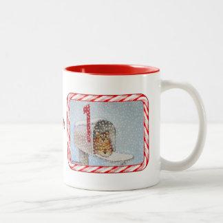 Taza del gato del buzón del navidad