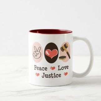 Taza del juez de la justicia del amor de la paz