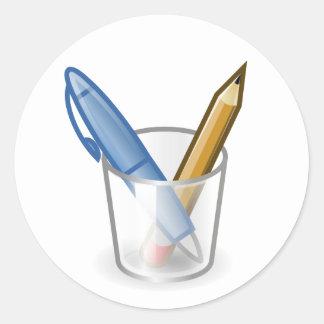 Taza del lápiz de la pluma del escritor etiquetas redondas
