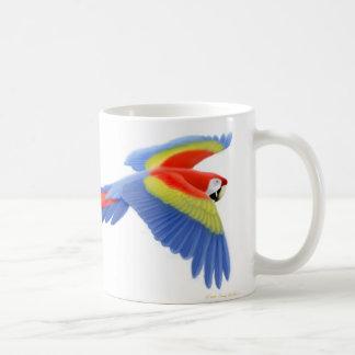 Taza del Macaw del escarlata