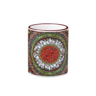 Taza del mosaico de la mandala (roja)
