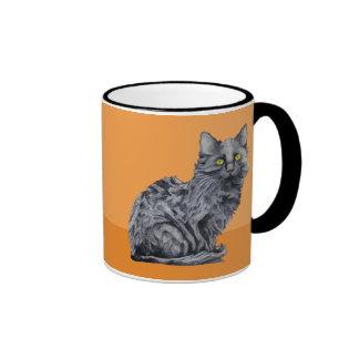 Taza del naranja del gato negro