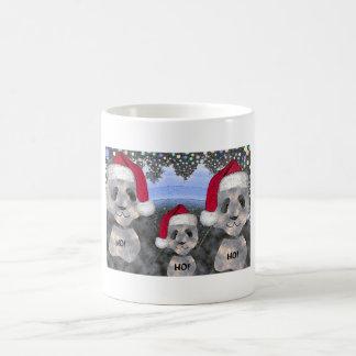 Taza del navidad de la familia de la panda