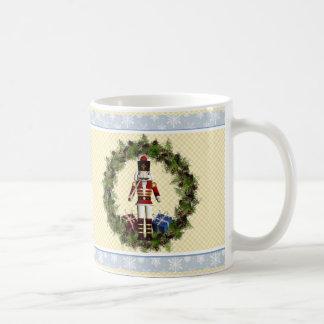 Taza del navidad de la guirnalda del cascanueces