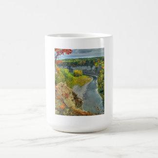 Taza del otoño del río de Genesee