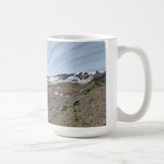 Taza del panorama de la montaña