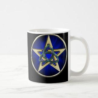 Taza del Pentagram de Triquetra