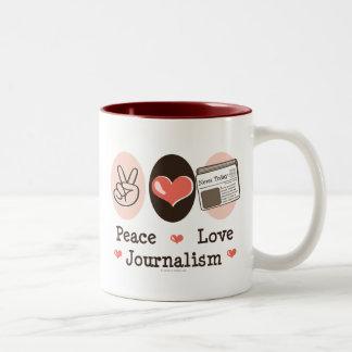 Taza del periodismo del amor de la paz